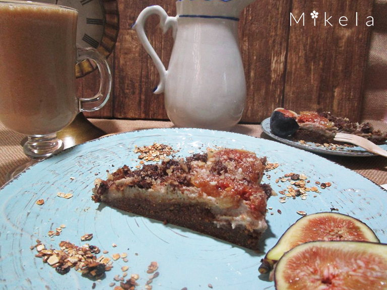 Frappe-de-cacao-con-tarta-crudivegana-de-anacardos-e-higos